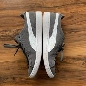 Puma woman's Vicky suede sneakers 6.5